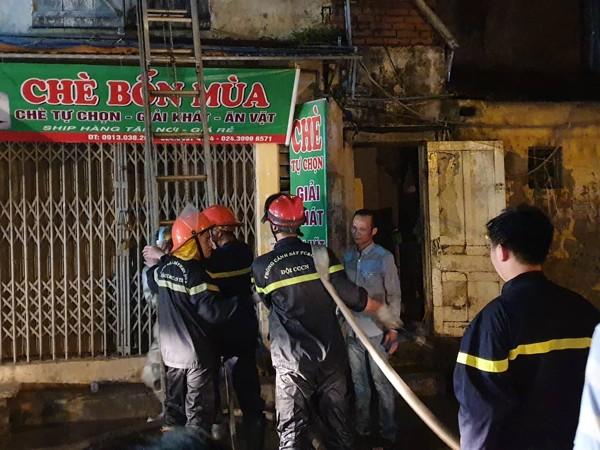 Cơ bản dập tắt đám cháy tại kho chứa hàng Công ty bóng đèn phích nước Rạng Đông ảnh 1