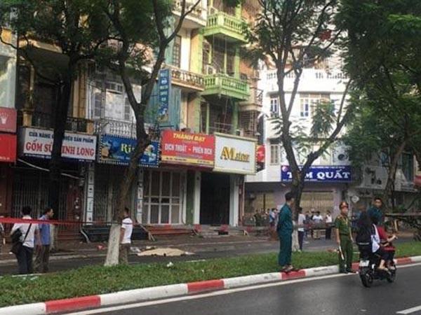 Vụ cây đổ làm tử vong người đi đường trên phố Trần Đăng Ninh, quận Cầu Giấy