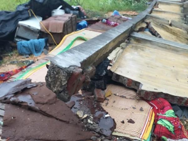 Bức tường sập đổ đè chết 3 thợ xây trong khi đang ngủ