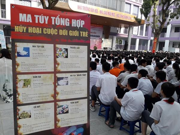 CAQ Tây Hồ tổ chức tuyên truyền kiến thức pháp luật, tác hại ma túy, và kỹ năng phòng tránh xâm hại tình dục cho học sinh trường Nhật Tân và Chu Văn An
