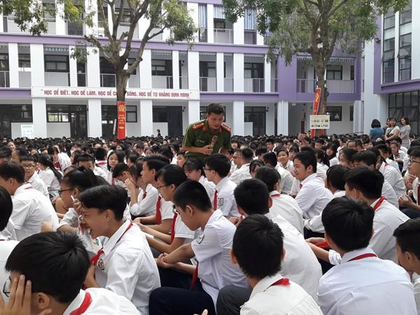 CAQ Tây Hồ trang bị kiến thức pháp luật, ATGT, kỹ năng phòng thân cho học sinh trường Chu Văn An và Nhật Tân