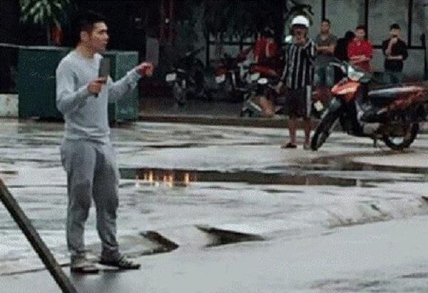 Đối tượng Hồng cầm dao đe dọa người đi đường
