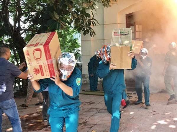 Lực lượng chữa cháy tại cơ sở nhanh chóng cứu nạn, cứu hộ tài sản