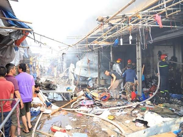 Theo thông tin có khoảng 20 ki ốt bị cháy và ảnh hưởng do cháy