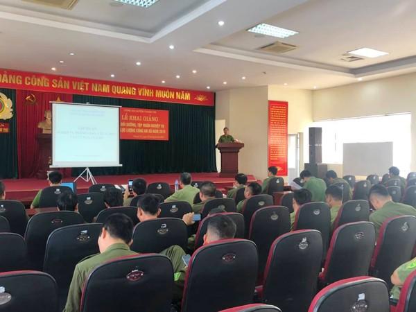 Thiếu tá Nguyễn Tuấn Dũng, Phó trưởng CAH Thanh Trì phát biểu tại buổi lễ khai giảng