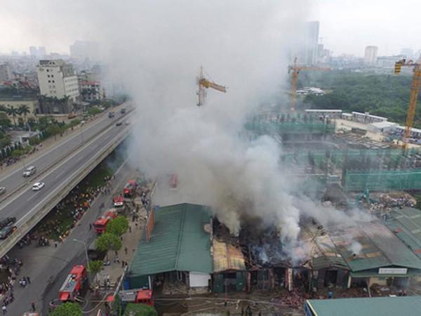 Hiện trường nhà xưởng bị cháy tại quận Nam Từ Liêm