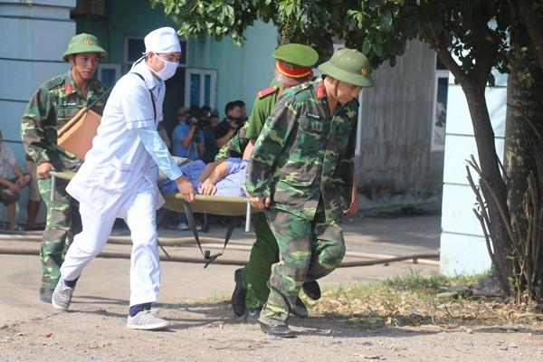 Lực lượng CNCH diễn tập cứu người mắc kẹt trong đám cháy