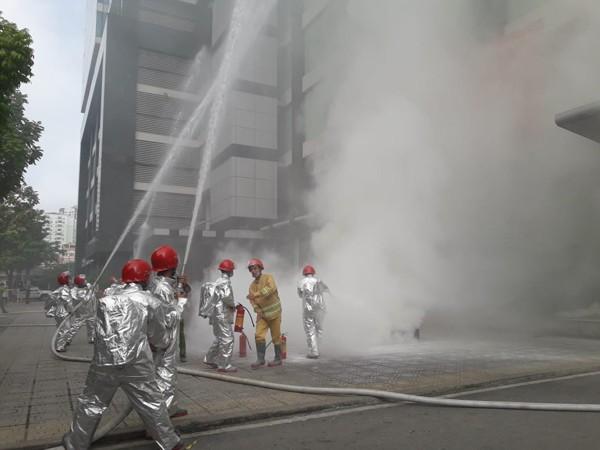 Lực lượng chữa cháy cơ sở đã nhanh chóng tiếp cận hiện trường phối hợp chữa cháy, cứu nạn, cứu hộ