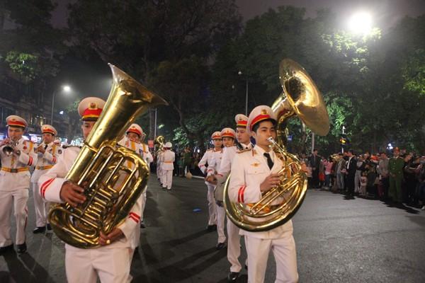 Đoàn Nghi lễ CAND biểu diễn, diễu hành chào mừng kỷ niệm 75 năm ngày thành lập QĐND Việt Nam