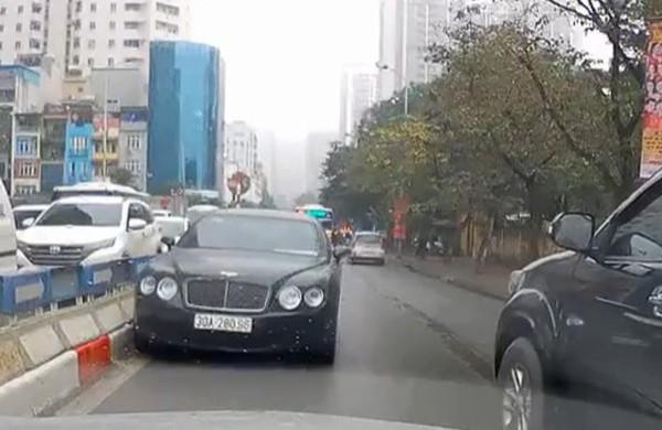Chiếc xe vi phạm đi vào đường ngược chiều bị ghi hình