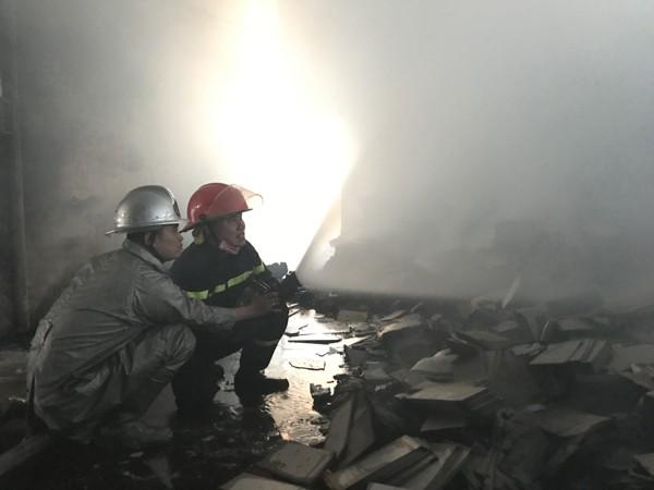Sau thời gian nỗ lực đám cháy được khống chế hoàn toàn