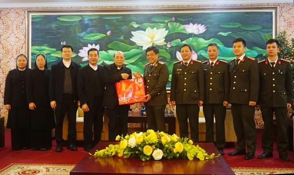 Giám đốc CATP Hà Nội tiếp Đoàn Giám mục Giáo phận Hưng Hóa đến chúc mừng Xuân mới Canh Tý 2020