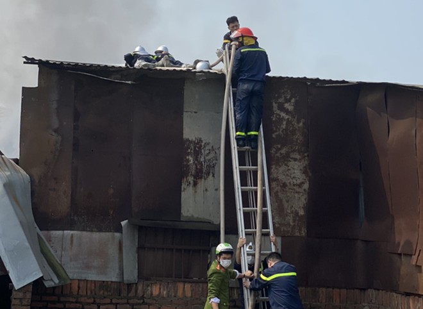 Lực lượng Cảnh sát PCCC và CNCH tiếp cận tìm kiếm cứu nạn