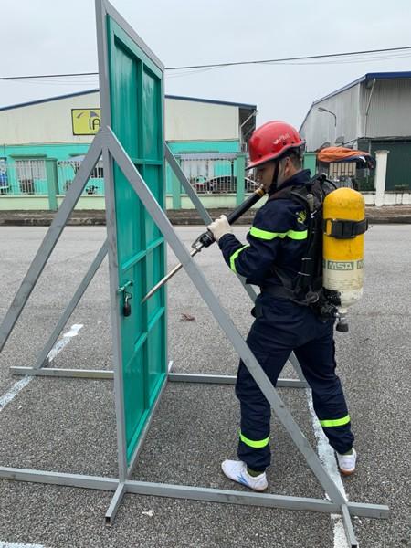 Nội dung luyện tập phá khóa cửa cứu nạn, cứu hộ