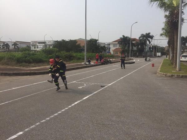 Nội dung luyện tập chạy tiếp sức và cứu nạn, cứu hộ