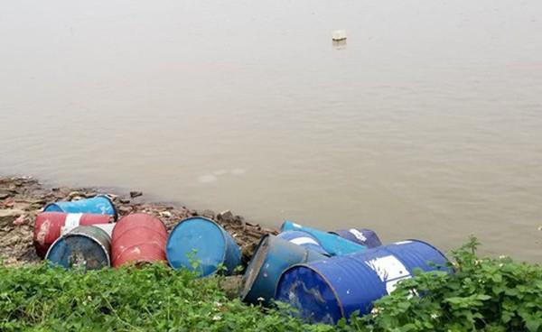 Khu vực phát hiện số thùng phuy nghi chứa chất bẩn độc hại