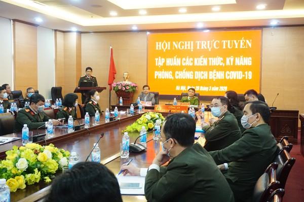 Đại tá Nguyễn Hồng Nguyên phát biểu tại Hội nghị trực tuyến phòng chống dịch bệnh Covid-19 do CATP Hà Nội tổ chức