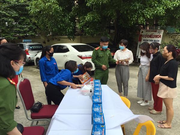 CBCS - CAP Quảng An phát khẩu trang miễn phí cho người dân