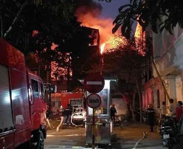 Ngọn lửa nhanh chóng bùng phát nhưng rất may đã không có thiệt hại về người