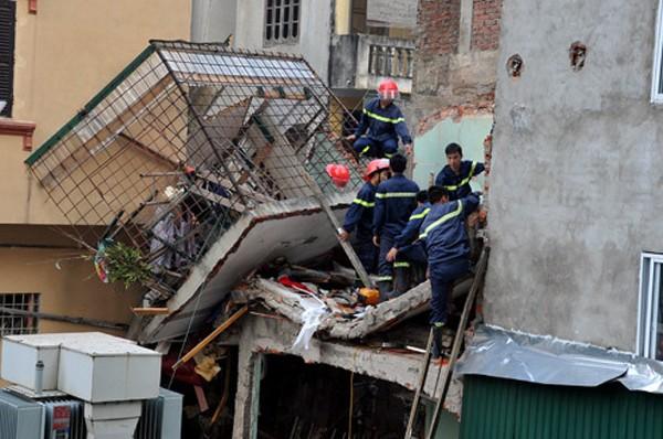 Hiện trường vụ nổ khí gas tại phố Tạ Quang Bửu, quận Hai Bà Trưng