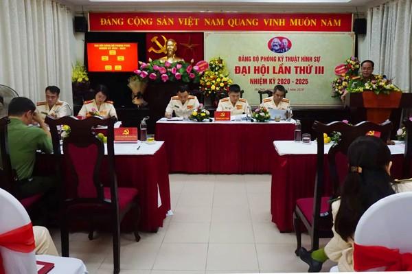 Đại tá Nguyễn Thanh Tùng phát biểu tại Đại hội