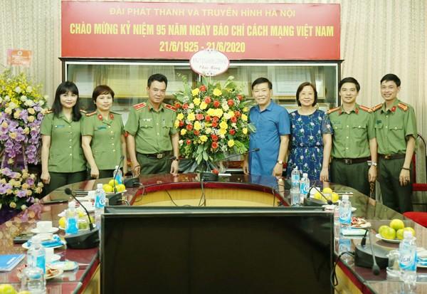 Thiếu tướng Nguyễn Anh Tuấn cùng đoàn công tác CATP chúc mừng Đài phát thanh và truyền hình Hà Nội