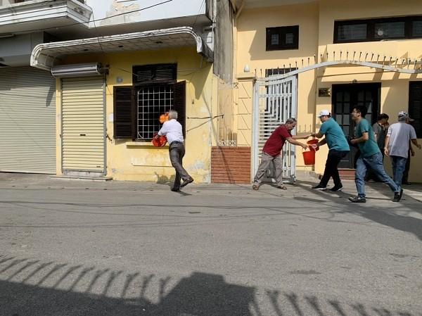 Diễn tập chữa cháy nhà trong ngõ sâu ở phố Đội Cấn