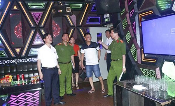 Tổ công tác liên ngành kiểm tra công tác an toàn PCCC tại cơ sở kinh doanh dịch vụ karaoke trên địa bàn huyện Gia Lâm