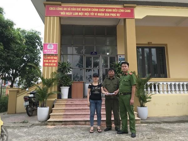 Công an xã Văn Khê, huyện Mê Linh trao trả lại tài sản cho chị Hải