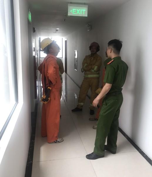 Cảnh sát PCCC- CAH Thanh Trì phối hợp Điện lực Thanh Trì kiểm tra công tác an toàn PCCC tại khu đô thị Hồng Hà ECO