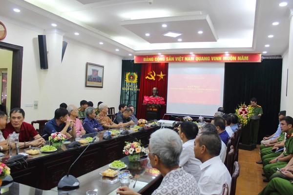 Công an quận Ba Đình gặp mặt, tặng quà thương binh và thân nhân liệt sỹ nhân kỉ niệm 73 năm ngày thương binh - liệt sỹ