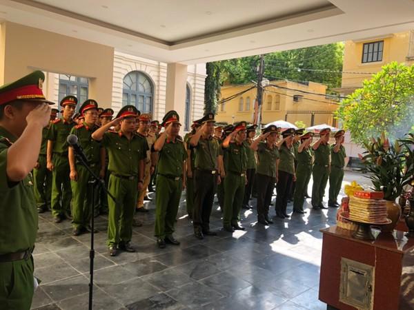 Đoàn Thanh niên, Hội phụ nữ Cụm thi đua số 3 - CATP Hà Nội dâng hương tri ân anh hùng liệt sỹ