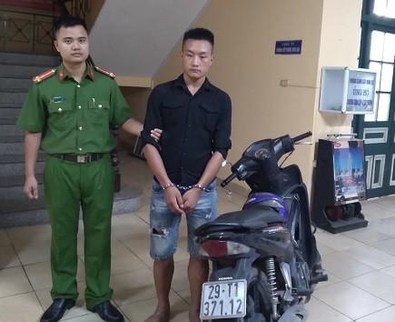 Phòng Cảnh sát hình sự CATP Hà Nội bắt giữ Giàng Seo Diu và thu chiếc xe máy tang vật vụ cướp