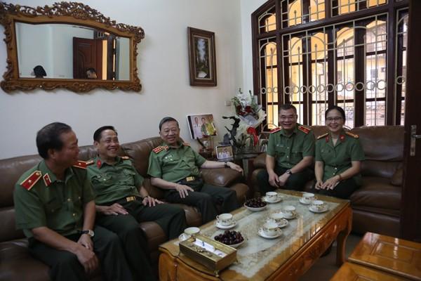 Đại tướng Tô Lâm, Bộ trưởng Bộ Công an và Đoàn công tác thăm hỏi, tri ân thân nhân l