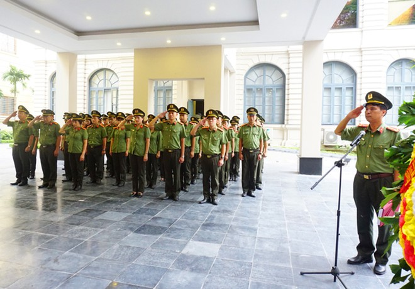 Phòng Tổ chức cán bộ CATP Hà Nội dâng hương tri ân các anh hùng liệt sỹ