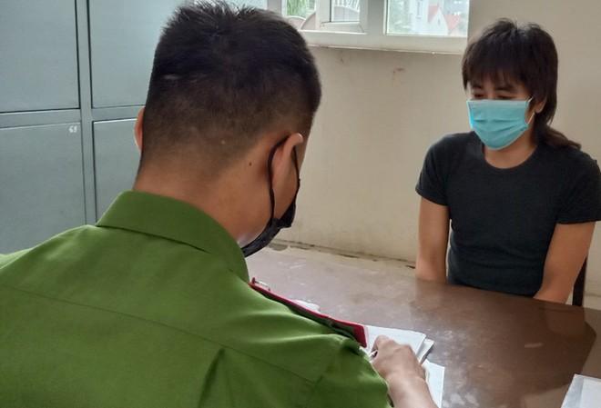 Bắt đối tượng chuyên cưỡng đoạt tiền của người bán hàng tại chợ hoa Quảng An