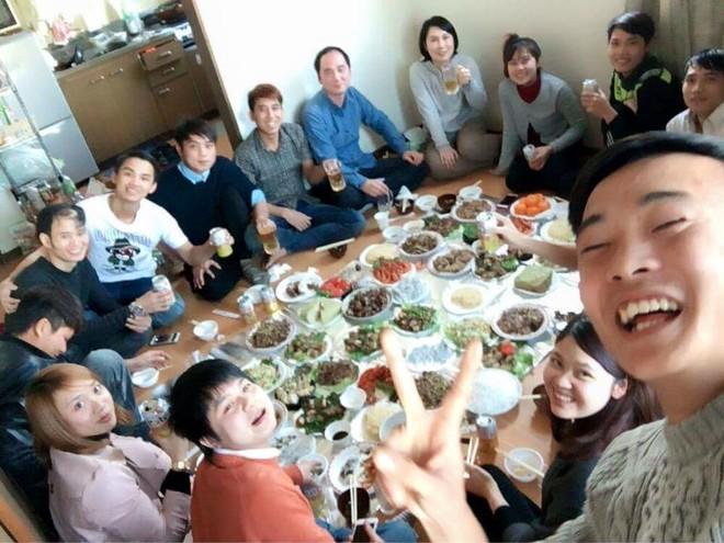 Các công nhân, thực tập sinh, sinh viên ở Nhật Bản sum họp bên bữa cỗ tất niên