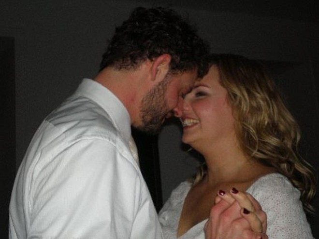 """Cặp đôi trong ngày cưới năm 2008, sau 2 năm gặp """"tiếng sét ái tình"""""""