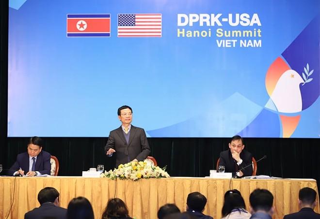 Bộ trưởng Bộ Thông tin và Truyền thông Nguyễn Mạnh Hùng phát biểu tại cuộc họp báo