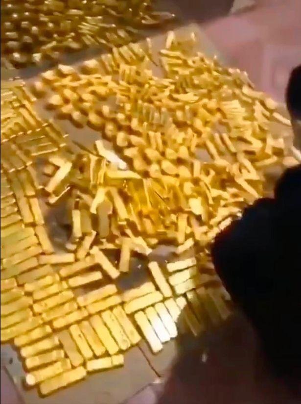 Cựu Bí thư Thành ủy ở Trung Quốc cất giữ 13,5 tấn vàng trong nhà