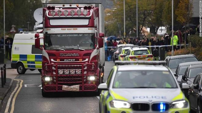 Chiều 25-10, thêm thi thể nạn nhân được đưa đến bệnh viện Broomfield ở Chelmsford để khám nghiệm tử thi