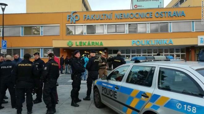 CH Czech ráo riết truy tìm thủ phạm xả súng tại bệnh viện