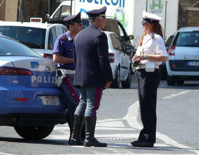 Thế giới mạnh tay với tội phạm chống đối, giết người thi hành công vụ