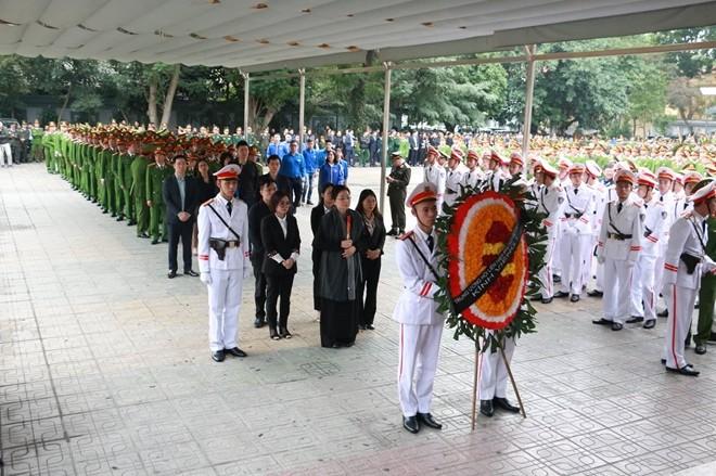 Đoàn Trung ương Hội Liên hiệp Phụ nữ Việt Nam do đồng chí Trần Thị Hương, Phó Chủ tịch Trung ương Hội Liên hiệp Phụ nữ Việt Nam làm Trưởng đoàn vào viếng 3 liệt sỹ CAND.
