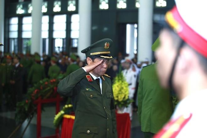 Thủ tướng Nguyễn Xuân Phúc viếng 3 cán bộ CAND hy sinh tại Đồng Tâm ảnh 16