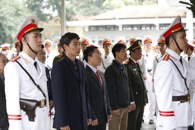 Đoàn Đảng uỷ, HĐND, UBND, Uỷ ban Mặt trận Tổ quốc Việt Nam xã Đồng Tâm, huyện Mỹ Đức đã vào viếng 3 liệt sỹ CAND hy sinh tại Đồng Tâm.