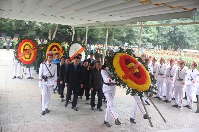 Đoàn cán bộ nhân dân xã Đồng Tâm, huyện Mỹ Đức, TP Hà Nội vào viếng các liệt sỹ