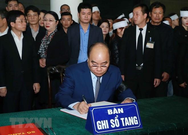 Thủ tướng Nguyễn Xuân Phúc viếng 3 cán bộ CAND hy sinh tại Đồng Tâm