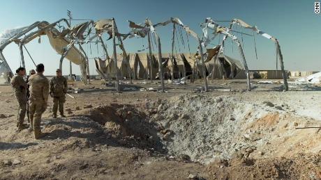 Căn cứ không quân Al-Asad hứng cả chục quả tên lửa Iran hôm 8-1