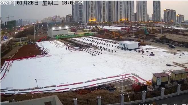 Hàng triệu người dõi theo tiến độ xây dựng thần tốc 2 bệnh viện mới ở Vũ Hán